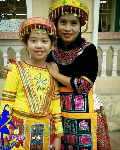 Trang phục H'mong trẻ em