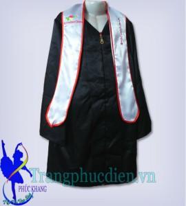 Áo cử nhân trẻ em được thiết kế tại xưởng Phúc Khang