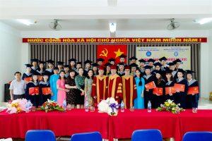 Lễ phục sinh viên tốt nghiệp Đại học mỏ