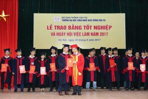 Áo tốt nghiệp đại học công nghệ giao thông vận tải