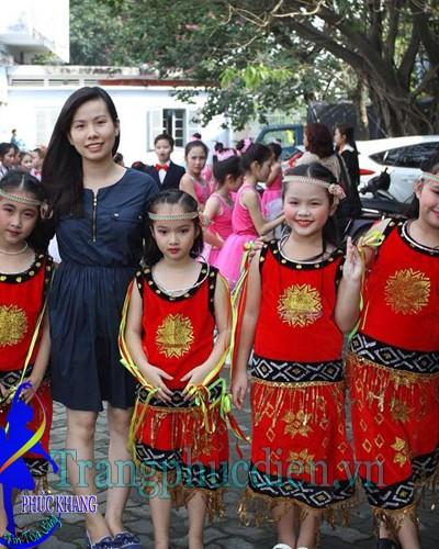 Tây nguyên biểu diễn trẻ em