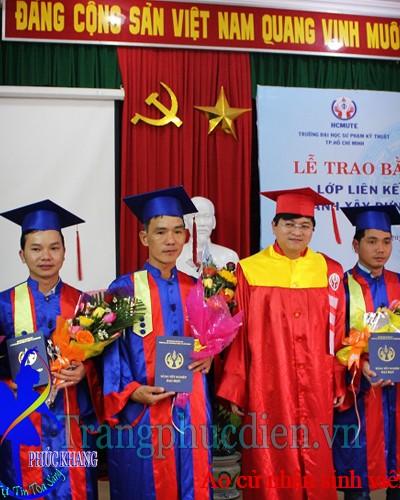 Áo cử nhân sinh viên